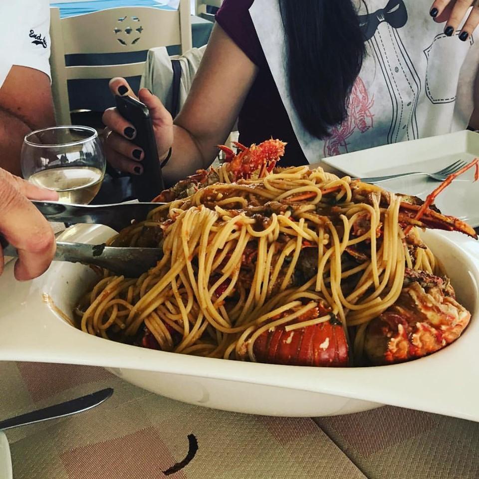 Η ιδανική πρόταση για καλό φαγητό στη Σκύρο-Αστακοψαροταβέρνα Στέλιος στα Γυρίσματα