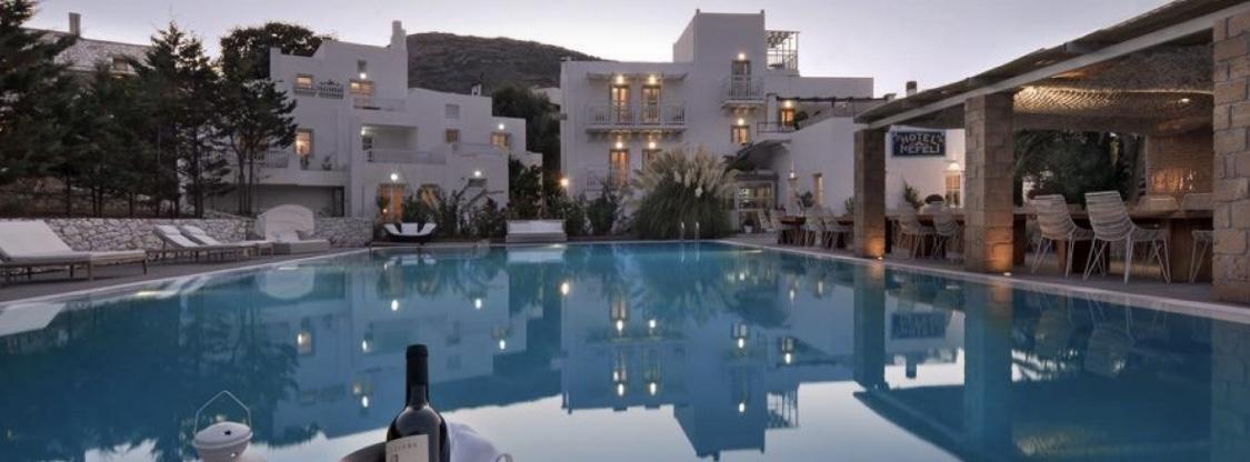 Skyros Nefeli Hotel – Ιδανικές στιγμές χαλάρωσης δίπλα στην πισίνα