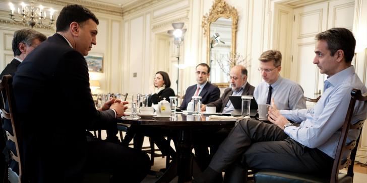 Κορωνοϊός: Έκτακτη σύσκεψη στο Μαξίμου -Στο «τραπέζι» νέα μέτρα