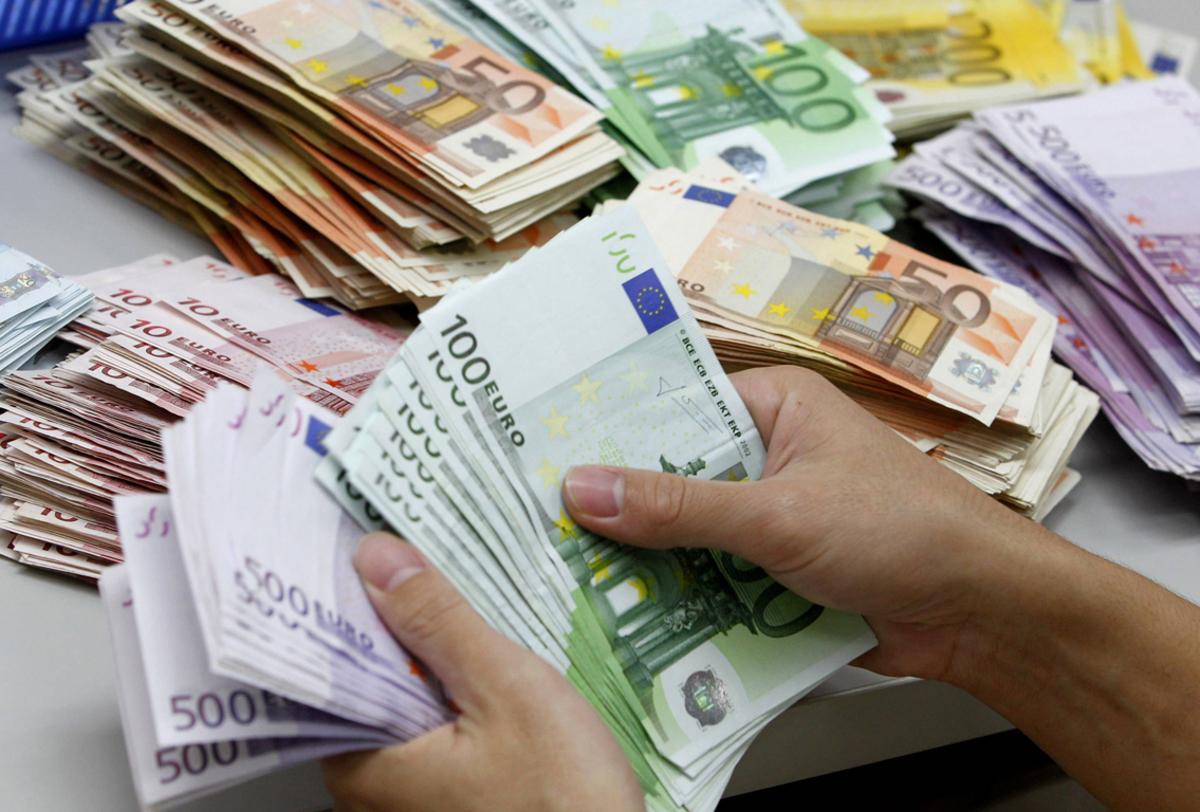 Το δεύτερο κύμα φέρνει συναγερμό για νέα μέτρα στην οικονομία