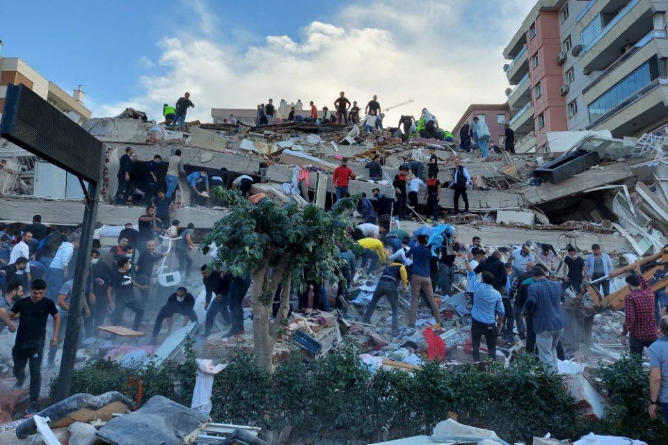 Σεισμός στην Σάμο: Τέσσερις νεκροί και 120 τραυματίες στην Τουρκία από τον σεισμό
