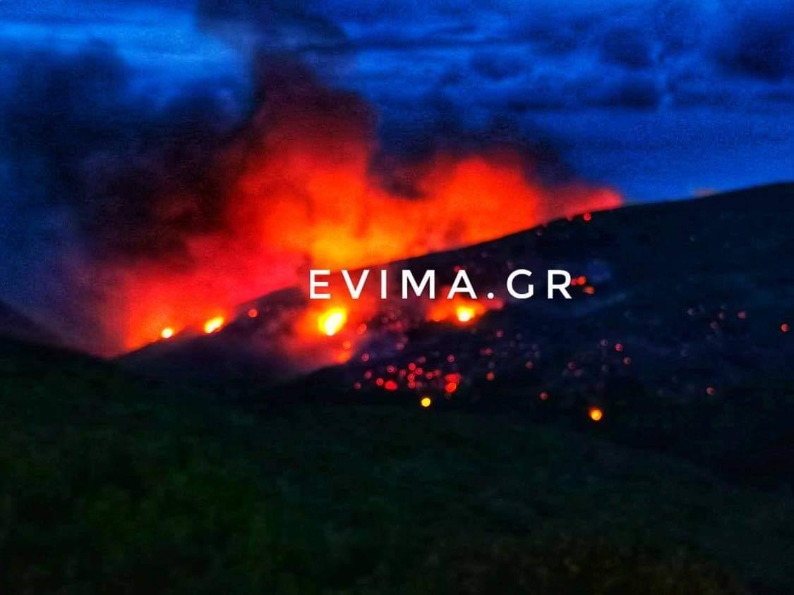 Εύβοια: ΜΕΓΑΛΗ φωτιά στο Ρεούζι – Είναι σε δύσβατο σημείο και καίει δασικές εκτάσεις (Νέες Εικόνες)