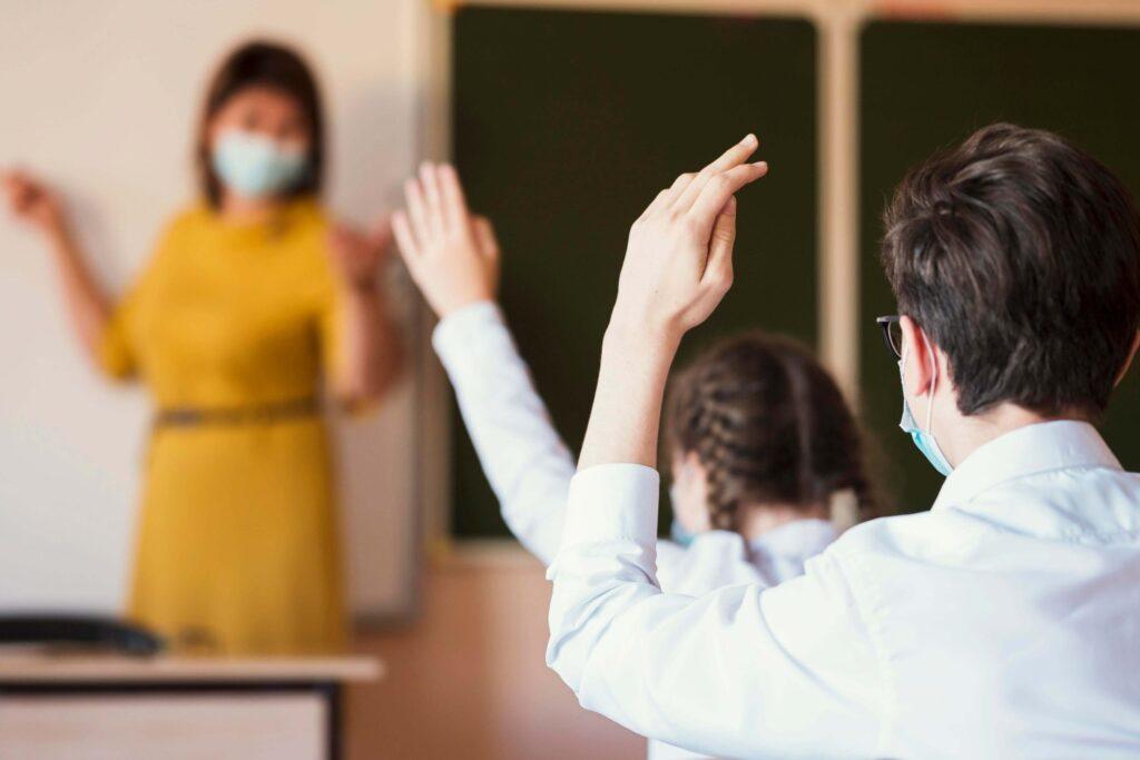 Κορονοϊός: Πότε θα επιστρέψουν οι μαθητές στα σχολεία – Τι διχάζει τους επιστήμονες