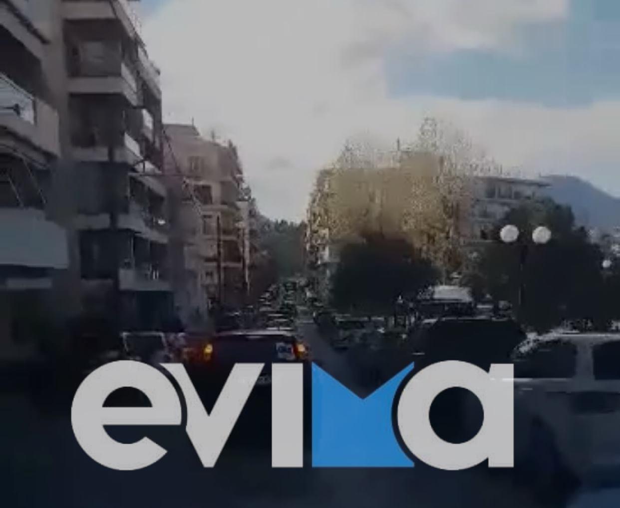 Εύβοια Χαλκίδα: Με αυτοκινητοπομπή διαμαρτυρήθηκαν οι επαγγελματίες της Χαλκίδας [βίντεο]