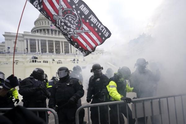 Χάος στην Ουάσιγκτον: Υποστηρικτές του Τραμπ εισέβαλαν στο Καπιτώλιο
